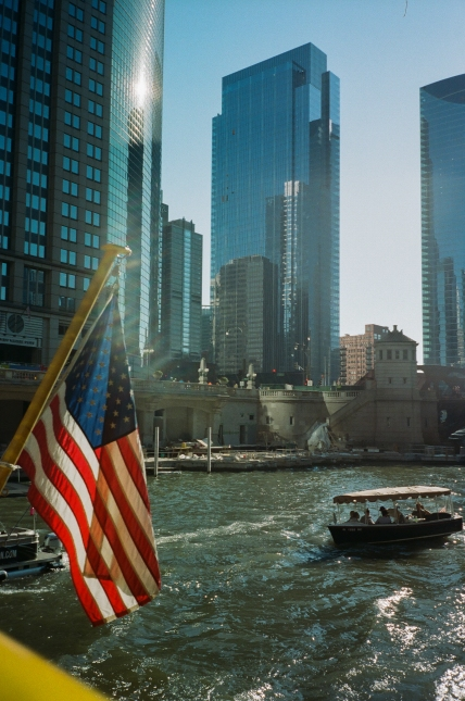 chicago-american-flag-water-taxi