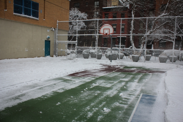 basketball-court-nyc-snow